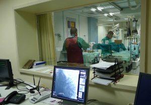 パレスチナの病院におけるカテーテル手術の様子